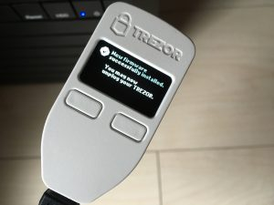 トレザー New firmware successfully installed. You may now unplug your TREZOR.